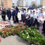 بازدید دانش اموزان از بازارچه هفتگی